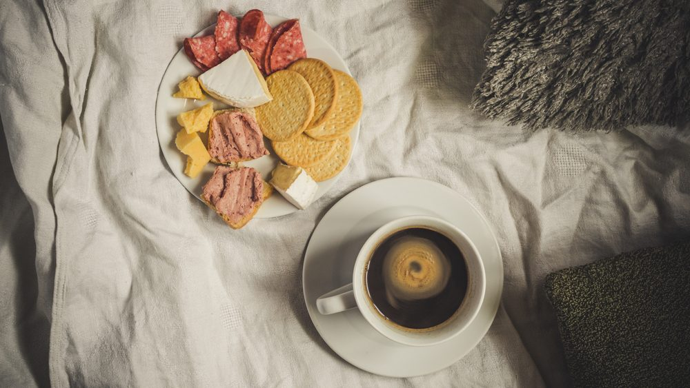diet tips for sleeping better, eating carbs before bed