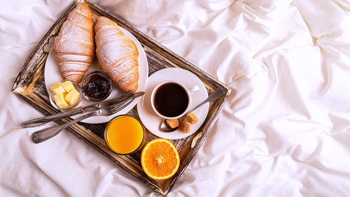 diet tips for sleeping, breakfast in bed