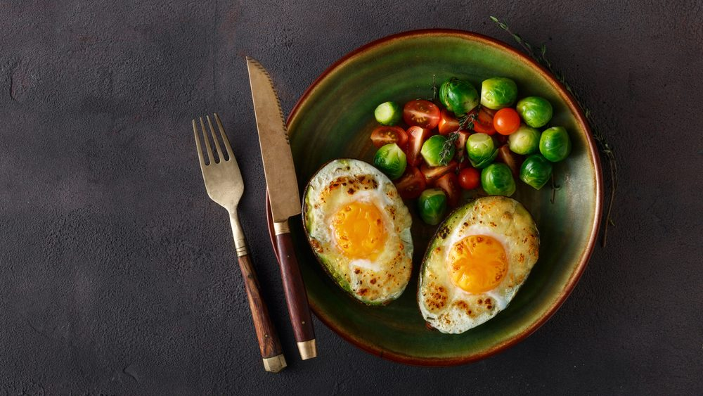 diet tips for sleeping, high fat meal of eggs and avocado