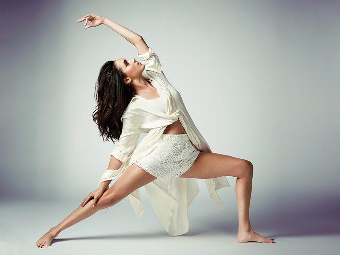 Meghan Markle photos yoga reverse warrior pose
