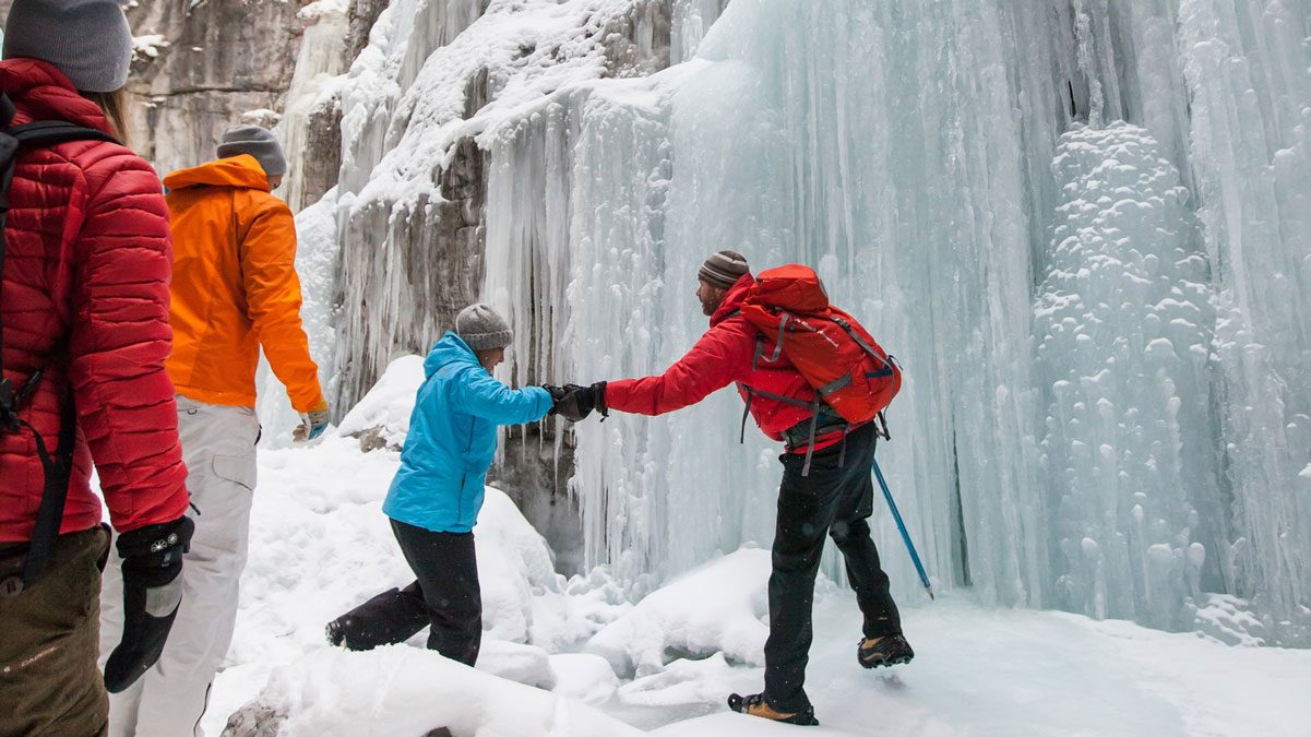 Canadian winter-Maligne-Canyon-Icewalk-5_DestinationCanada