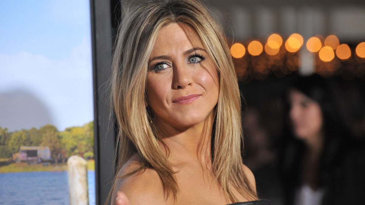Jennifer Aniston drinks lemon water