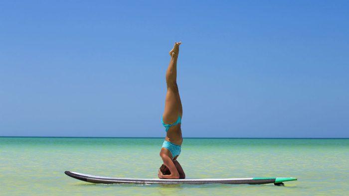 SUP yoga headstand