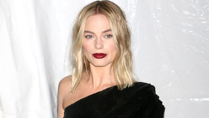 celebrity blonde margot robbie stylist