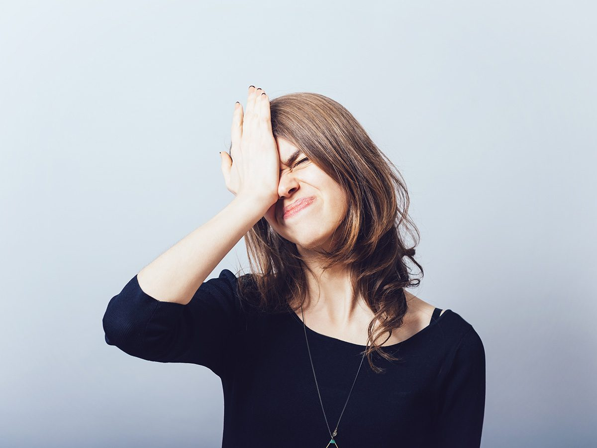 Memory test, forgetful woman smacks her head
