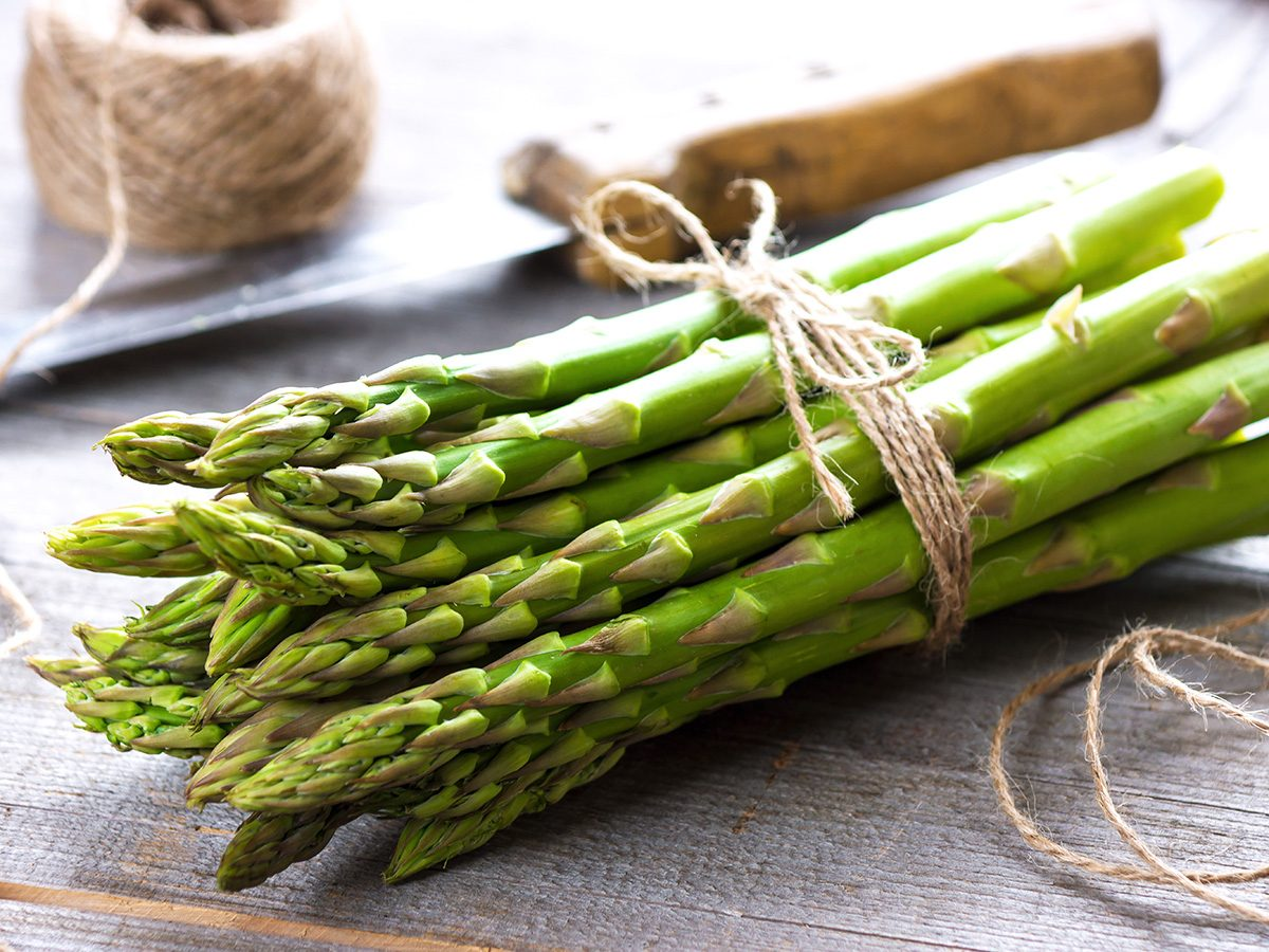 superfoods, bunch of asparagus tied with string