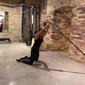 Strength Workout: Kneeling Trunk Rotations