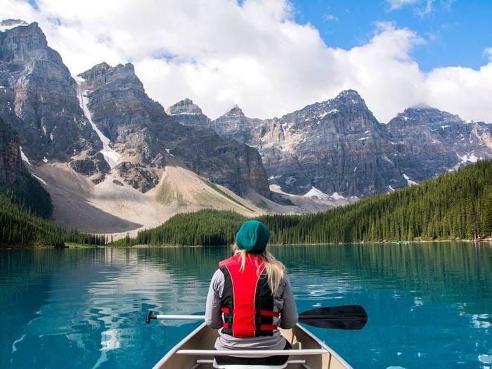 lake lousie alberta canoe