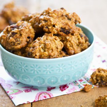 Opt For This Healthy Oatmeal Cookie Recipe When You're Craving Something Sweet