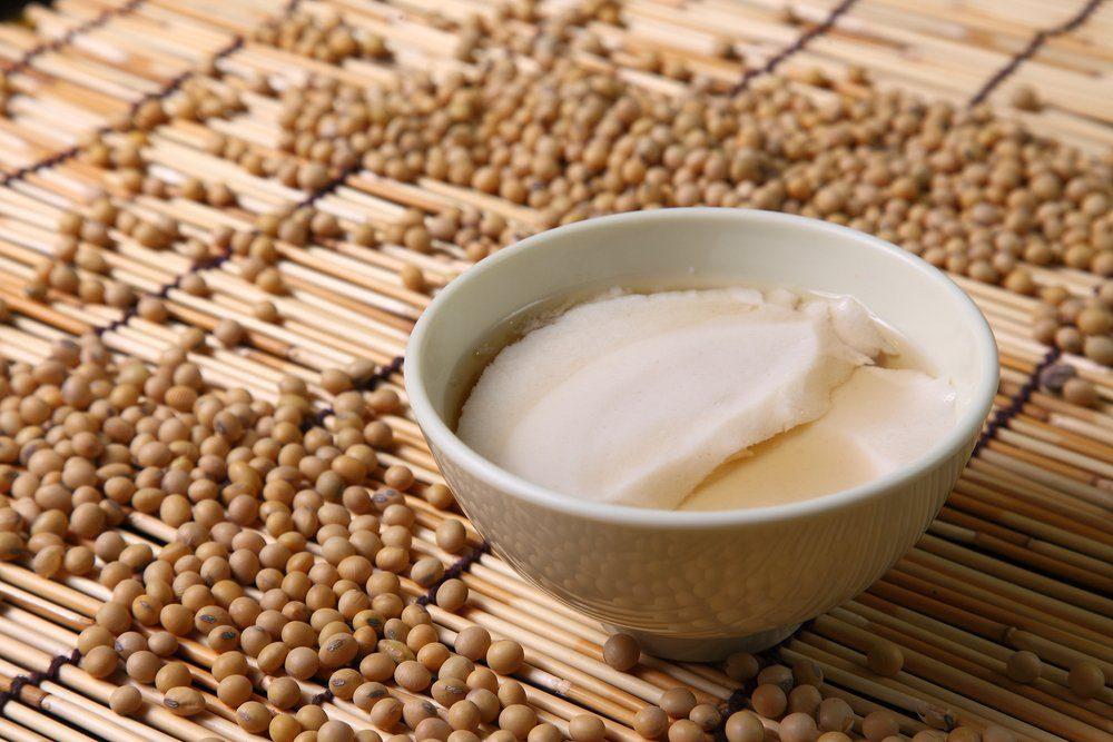 Douhua , Taiwanese Tofu Dessert, tofu pudding, soybean pudding.