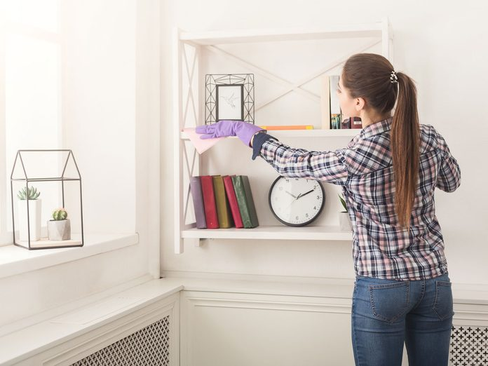 dusting cleaning air pollution