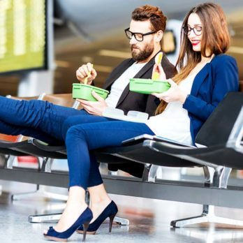 10 Nutritionist-Approved Tips on What to Eat (and Avoid) at the Airport