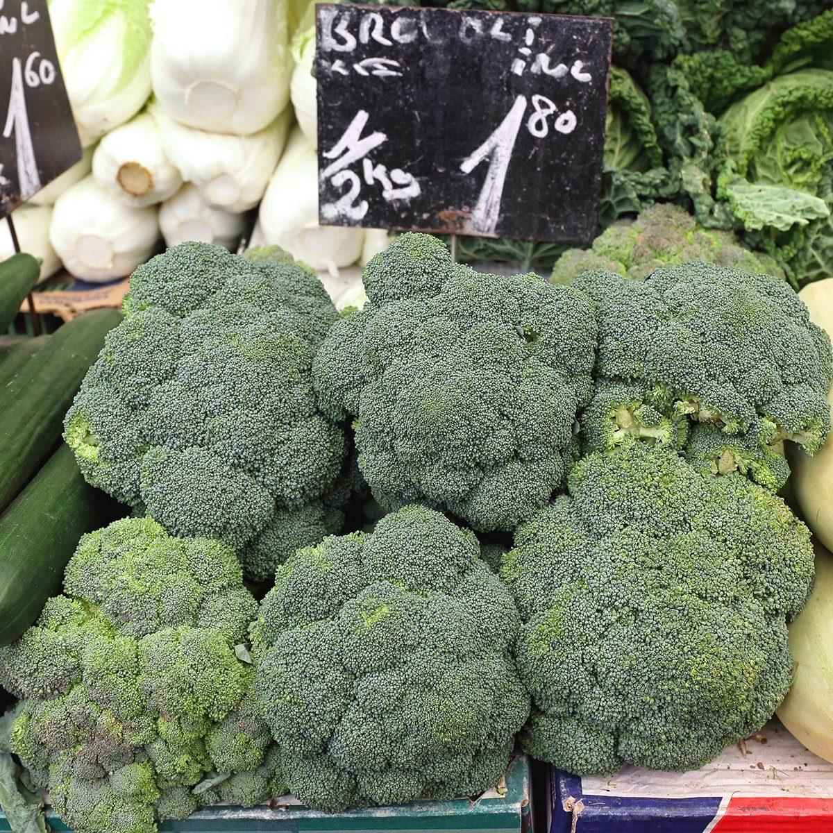Fresh Broccoli at Farmers Market Stall; Shutterstock ID 400292143; Job (TFH, TOH, RD, BNB, CWM, CM): TOH