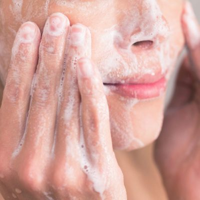 18 Things Dermatologists Do Every Summer That You Don't