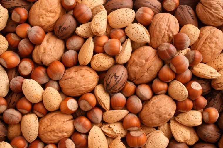 04_nuts_foods_to_never_put_in_blender_