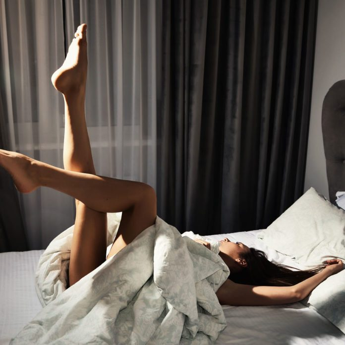 7 Reasons It's Good for You to Sleep Naked