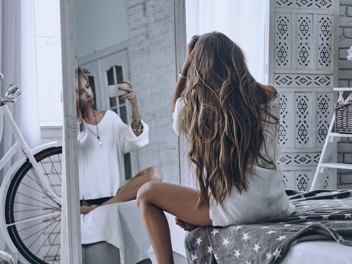 healthy self image - woman taking selfie