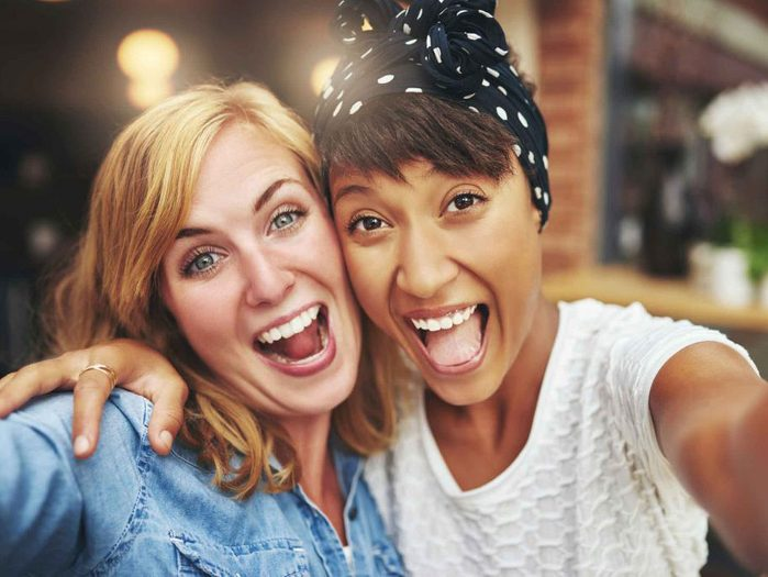 naturally charming people - friends taking a selfie