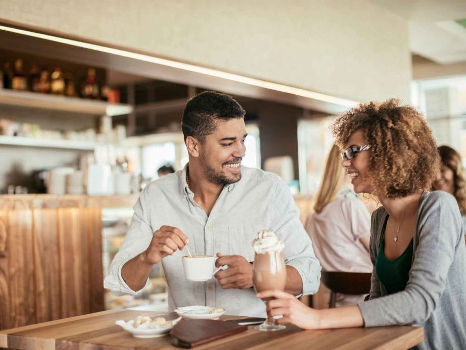 naturally charming people - friends at a cafe