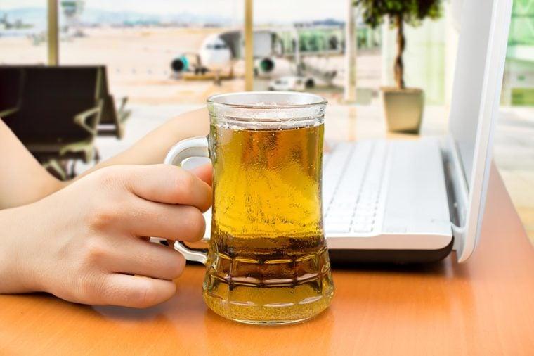 Foods to avoid before flying   Beer