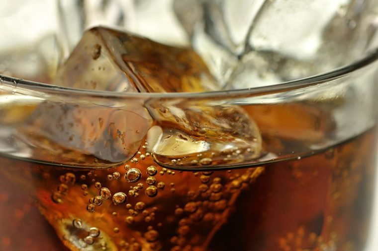 Foods to avoid before flying   Carbonated beverages