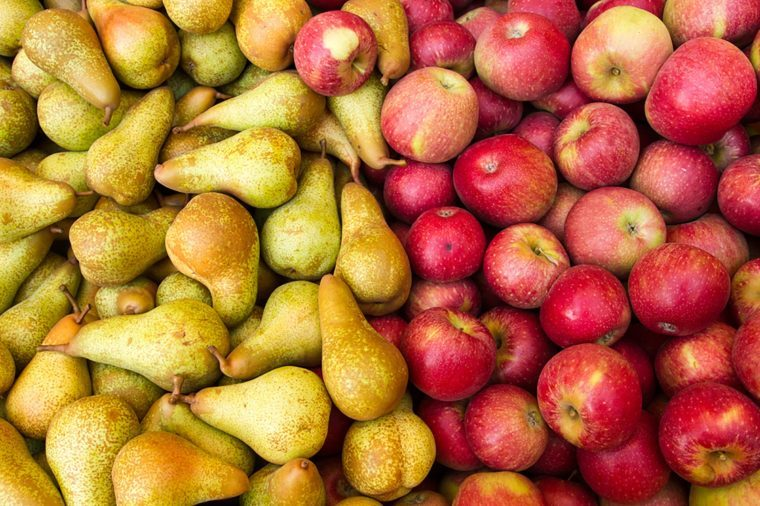 Foods to avoid before flying   Pears and apples