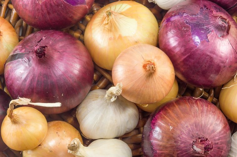 Foods to avoid before flying   Onions and garlic