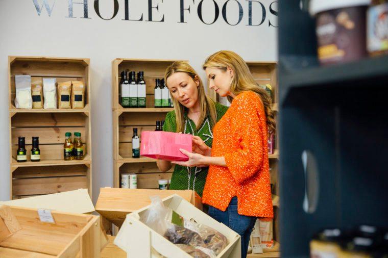 Gluten-free Diet | Celiac Disease | Gluten sensitivity | Gluten Intolerance | Women shopping for food in grocery store