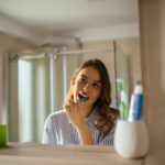 12 Teeth-Cleaning Mistakes That Make Dentists Cringe