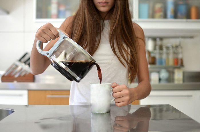 cause dehydration | woman pouring coffee into mug