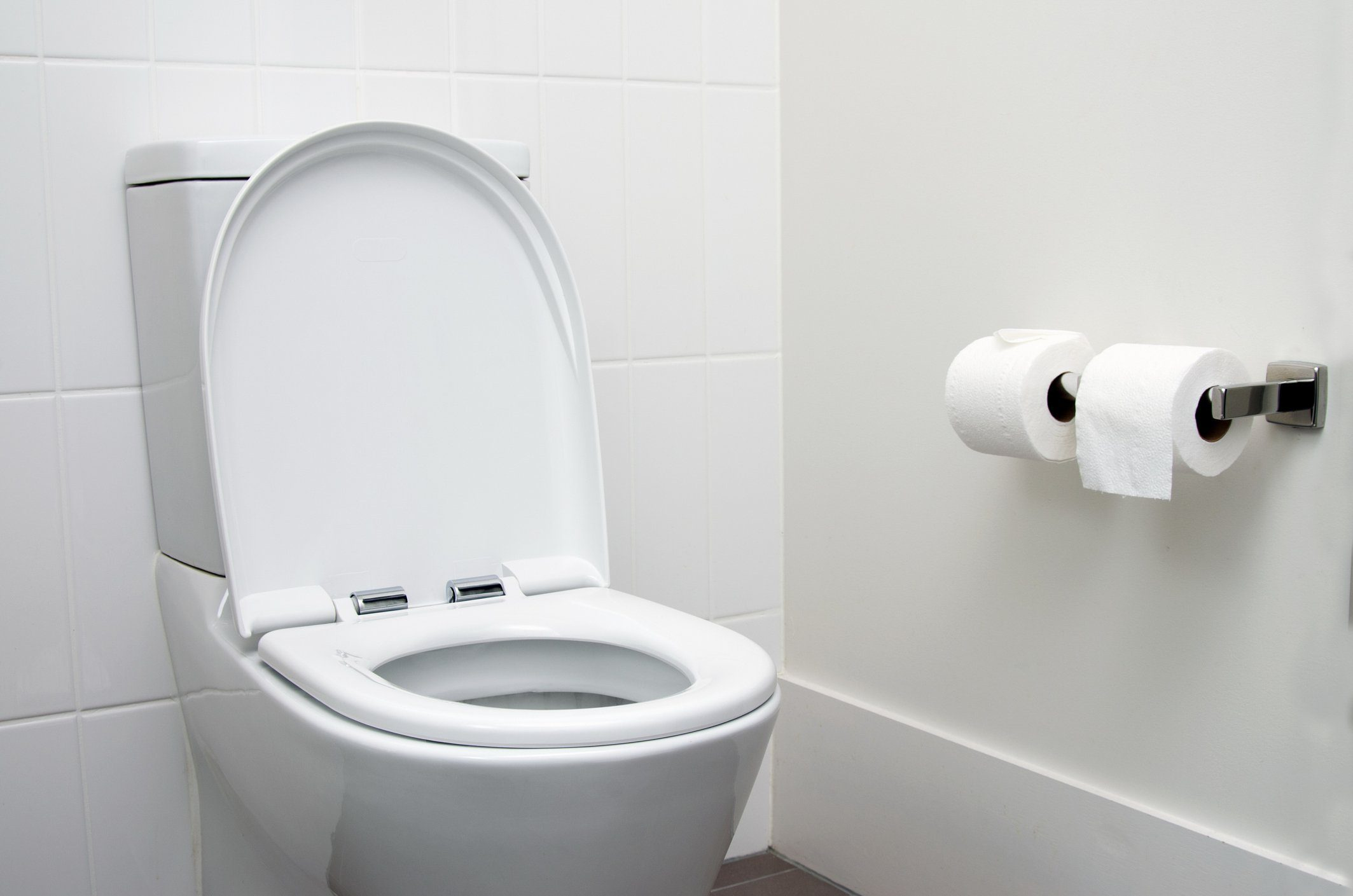 signs your body is in trouble | toilet in bathroom