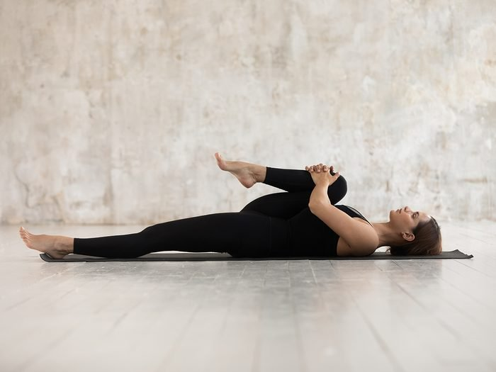 woman stretching   stretching guide   how to stretch