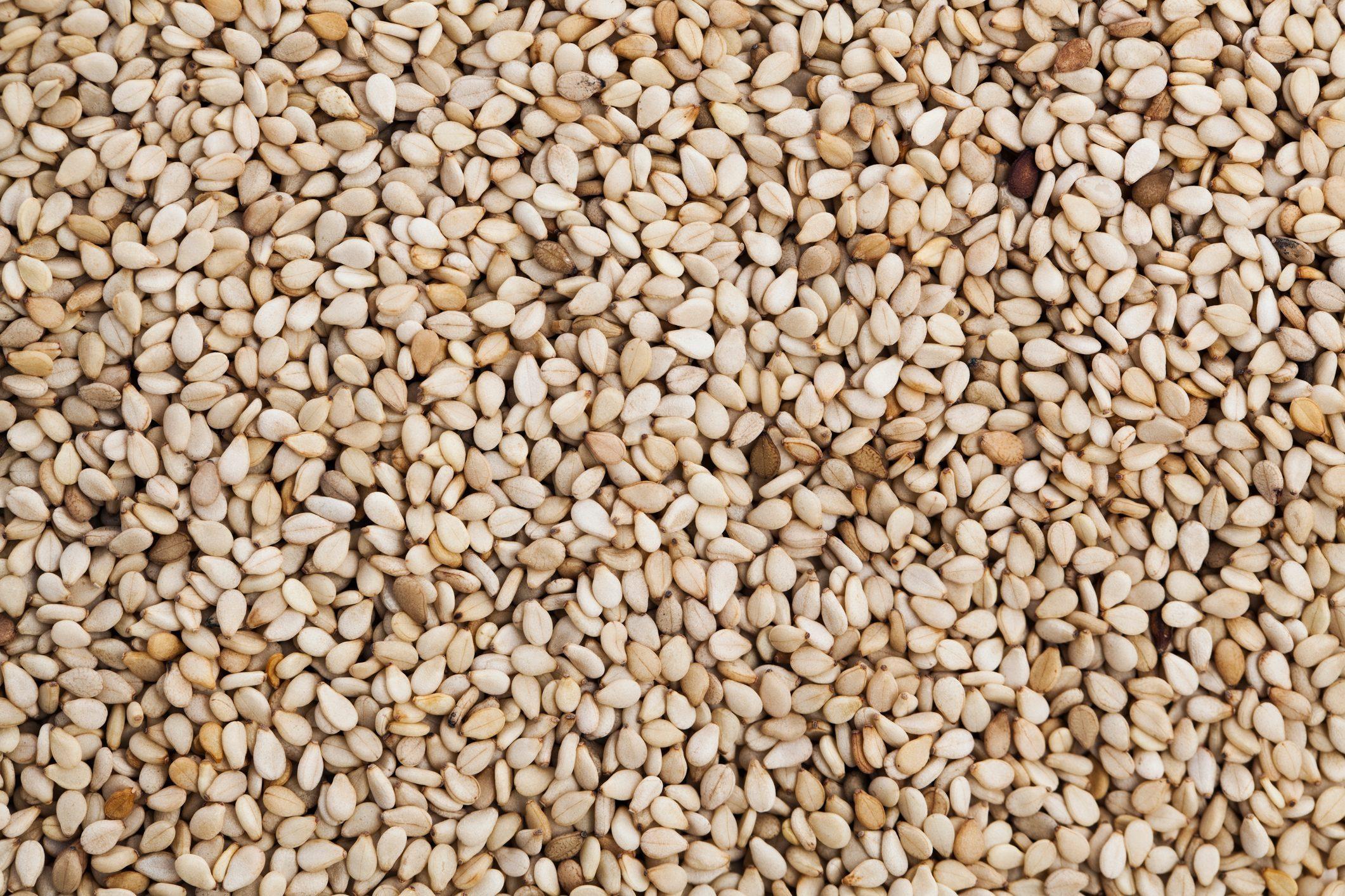 sesame seeds benefits | close up image of sesame seeds