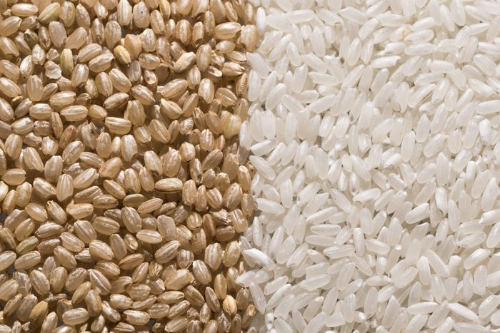 Brown Rice vs. White Rice | shot of brown rice and white rice next to each other