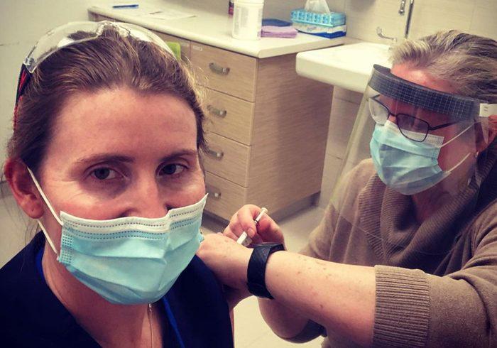 Hayley wickenheiser covid-19   ayley Wickenheiser receiving the covid-19 vaccine