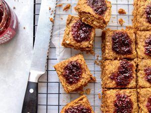 These Baked Peanut Butter & Jam Oat Bars Make a Quick and Healthy Breakfast